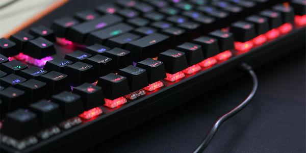 混彩背光系统 雷柏V700S合金版机械键盘评测
