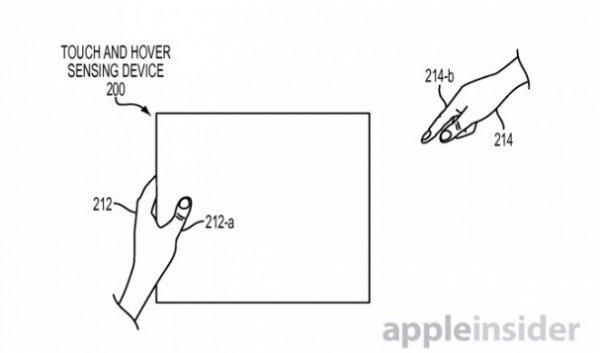 iPhone 6s新功能   苹果专利文件指出,虽然市面上已经有设备通过运动感应来获得类似效果,但实现高可靠性和准确率的悬浮手势识别仍极为困难。苹果递交的发明专利方案集中在对感应器的补偿修正。通过使用设备上多个分布的多种临近感应器共同工作,彼此修正捕获的动作,剔除过于敏感的错误识别,提高悬浮手势识别的准确率。   虽然目前还无法得知这项技术将会出现哪款苹果手机上,但是,这项技术注定在通话语音、移动阅读以及手机游戏等方面颠覆现有的体验。因为这项技术可以让用户不需要直接操控手机,比如来电时只需把手机贴近耳朵