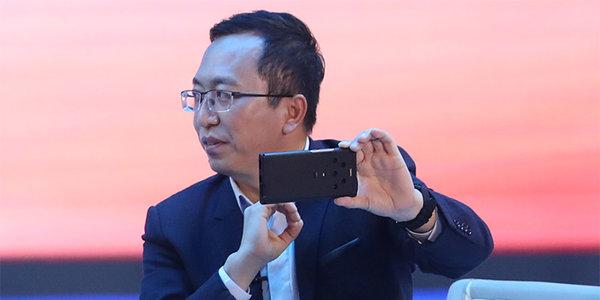 荣耀Magic 3现身新华社对话节目:五摄模组引人注目