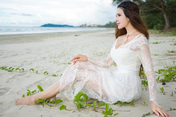 美模宛恩白裙写真 天使的面庞魔鬼的身材
