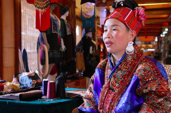 苗寨里的传统老手艺,如何在互联网时代重焕生机?