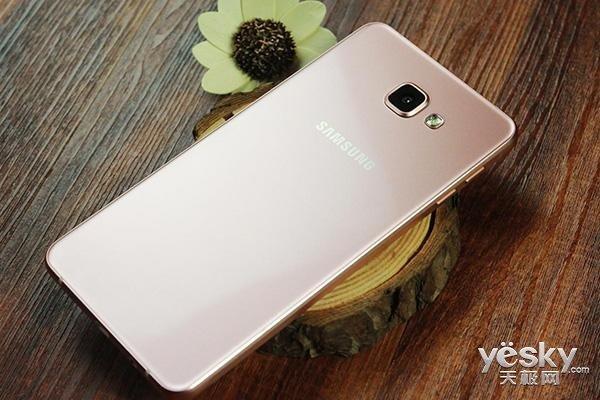 三星Galaxy A7渲染图曝光:后置三摄+侧面指纹