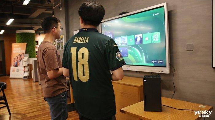 边踢球边看球 Xbox Series X让欧洲杯决赛夜更精彩