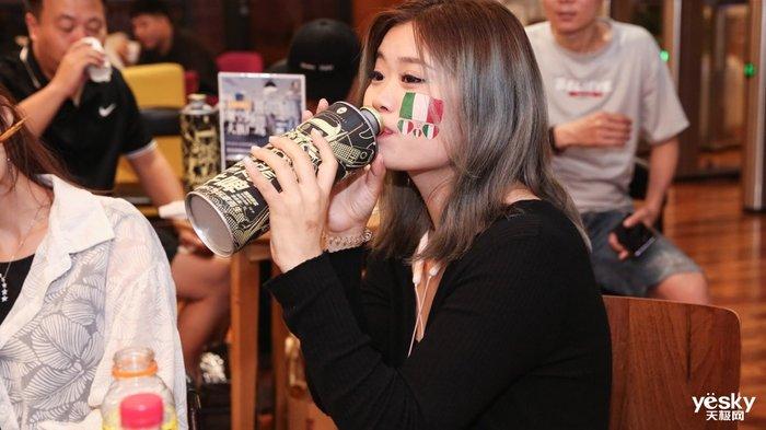玩游戏喝牛啤看比赛 雷神ZERO让欧洲杯决赛夜精彩不断