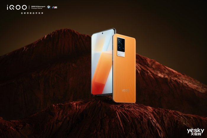 iQOO 8燃配色正式开启预售 全新光致变色工艺暗藏玄机