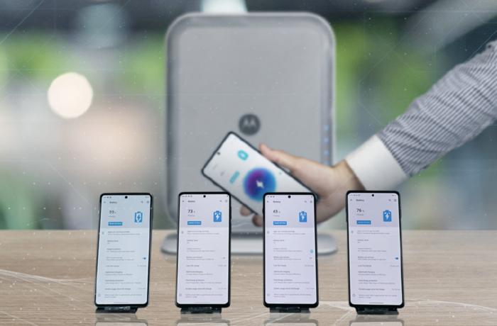 摩托罗拉展示新一代隔空充电技术,可同时为4台手机充电