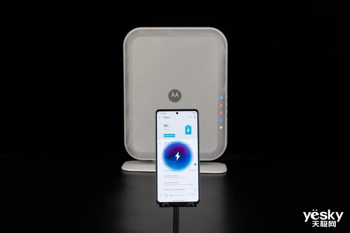 未来手机怎么充电?摩托罗拉新一代隔空充电技术亮相联想创新科技大会