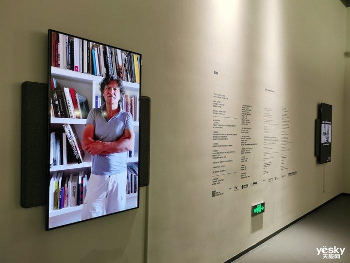 横竖屏旋转切换 TCL・XESS旋转智屏融入艺术展览