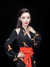 张萌时尚look干练优雅 曼妙的身姿性感撩人-中国女明星